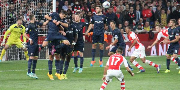 Alexis Sanchez free kick Arsenal kuva Ronnie MacDonald Flickr CC-BY
